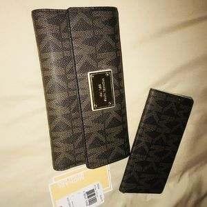 Michael kors jetset wallet with checkbook